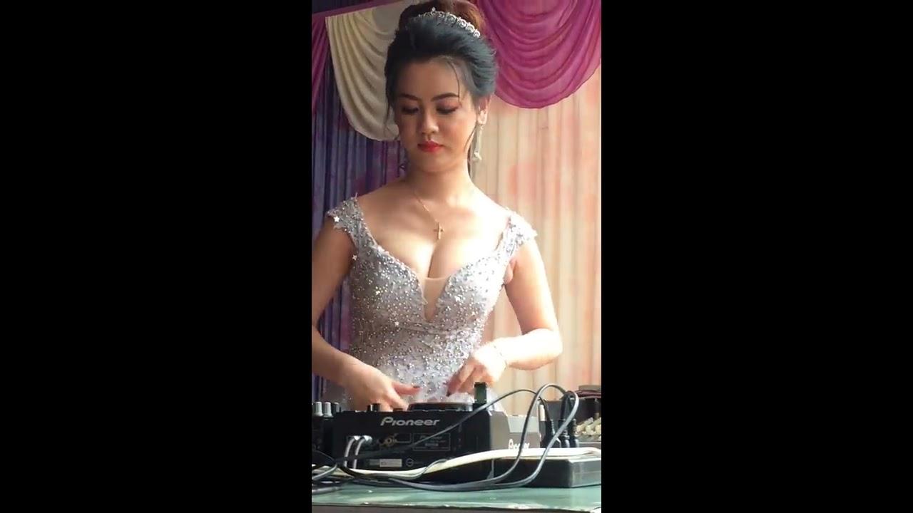 Cô Dâu ngực khủng chơi DJ trong đám cưới nhảy sung quá … và cái kết …
