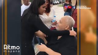 El diseñador Jorge Diep abraza a la cantante Martha Heredia