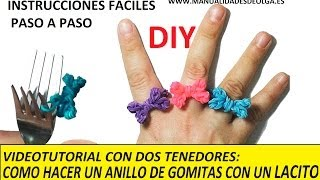 Repeat youtube video COMO HACER UN ANILLO CON UNA LACITO DE GOMITAS CON DOS TENEDORES. MUY FACIL. VIDEO TUTORIAL DIY