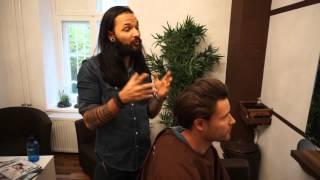 Besuch beim Friseur 2 Haarstyling Tipps vom Experten