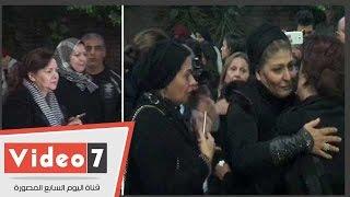 دلال عبد العزيز وصابرين وسهير رمزى ودرة وكندة علوش فى عزاء حسن مختار
