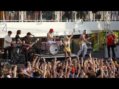2/17 Paramore - crushcrushcrush/Beat It Mash-Up @ Parahoy 3 (Show #2) 4/08/18 Deep Search
