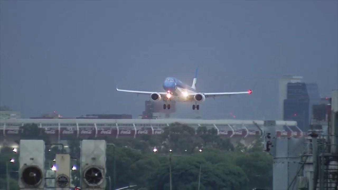 El Aeroparque porteño volvió a funcionar con el arribo de un vuelo de Aerolíneas Argentinas