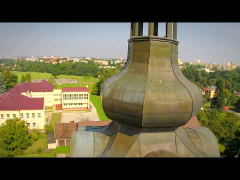 Evangelický kostel v Dolních Bludovicích z ptačí perspektivy