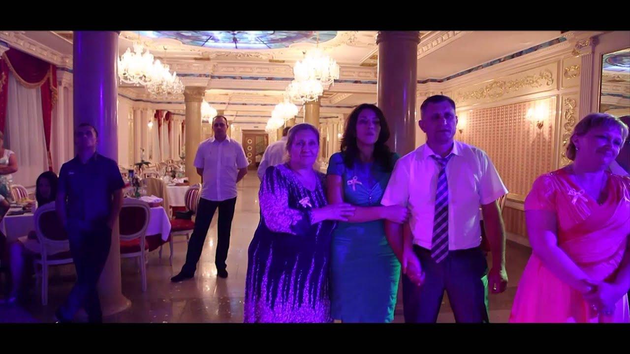 Мы вдвоем поют родители на свадьбе