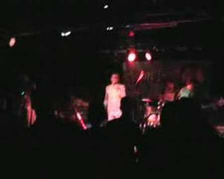 Flowin' Immo & Les Freaqz im Hallenbad