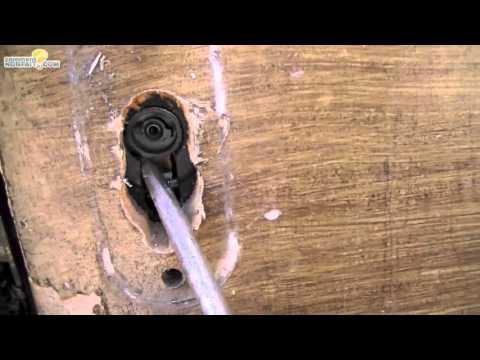 Comment changer une serrure de porte doovi - Serrure cassee comment ouvrir la porte ...