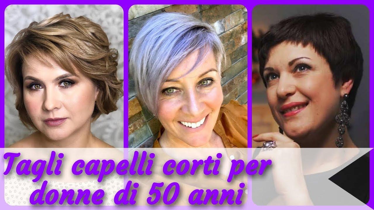 Tagli corti per donne di 50 anni