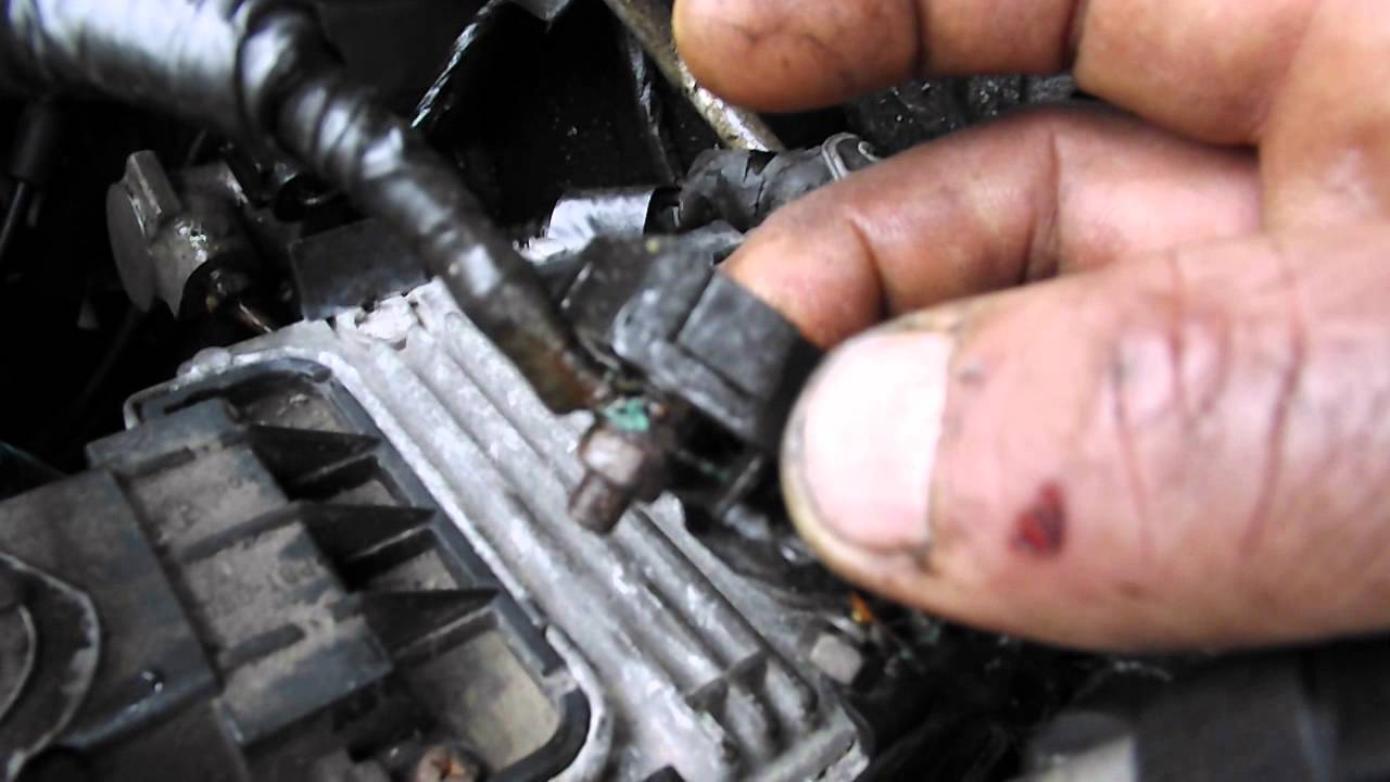 Wiring Corrosion In The Fuse Block Problem 3 0 Litre Saturn Vue  YouTube