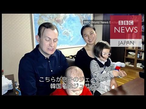 テレビ出演中に子供たちに乱入された教授、家族と一緒に再びインタビュー