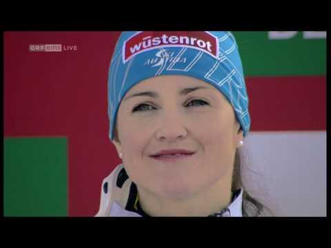 Lizz Görgl Weltmeisterin Abfahrt Garmisch 2011 Siegerehrung