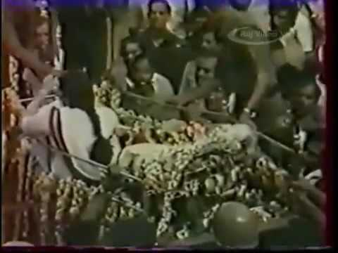 Jeyalalitha pushed out of MGR's funeral van on December 24 1987