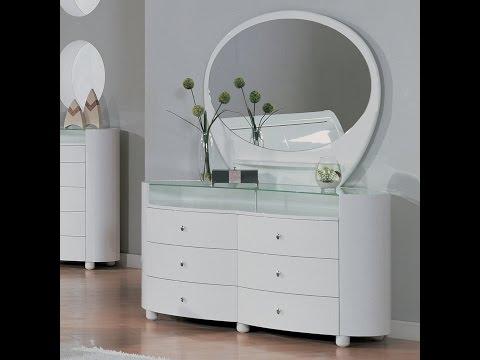 Beautiful Mirrored Vanity Set Design Ideas