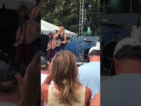 Lauren Duski performing her original song