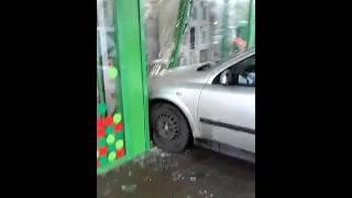 Машина въехала в магазин Ставрополя