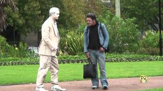 One of PUNCHROBERT's most viewed videos: FUNNY STATUE SCARES
