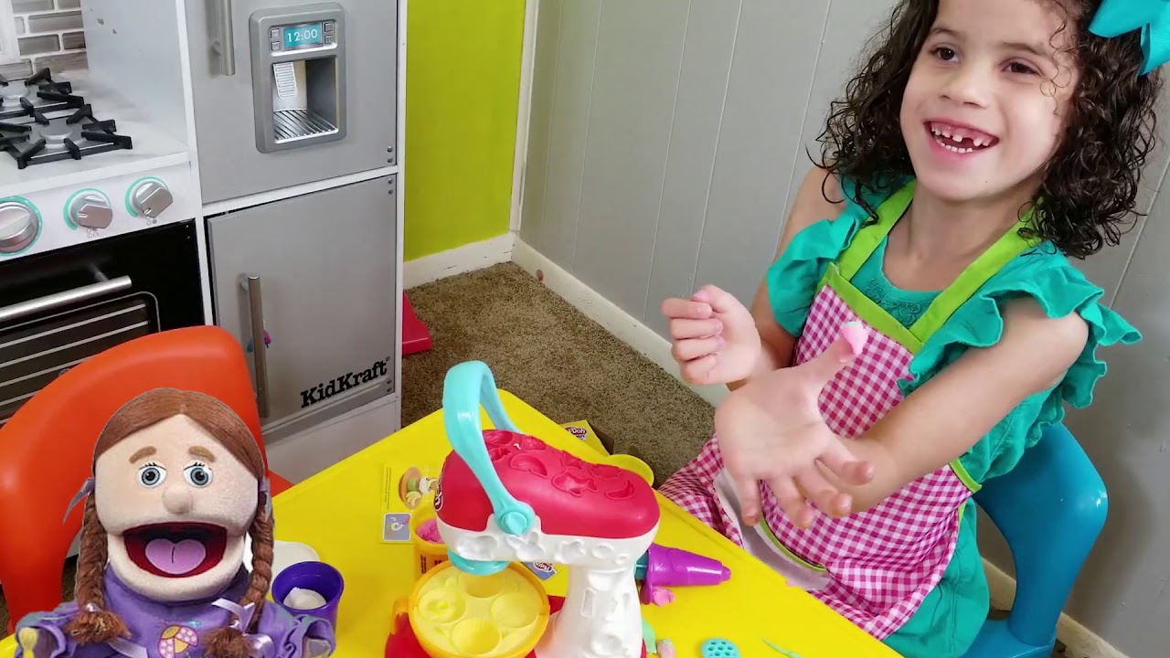 GABRIELLA PRETEND PLAY with PLAY DOH SPINNING MIXER and treats TOY | PRETEND PLAY