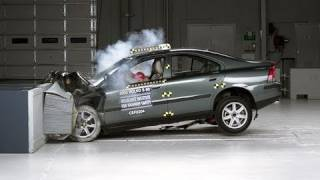 2002 Volvo S60 moderate overlap IIHS crash test