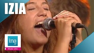 "Izia ""Back in town"" (live officiel) 