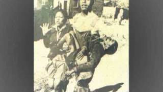 Wozani Mahipi (Hippies Come to Soweto) - Mahotella Queens