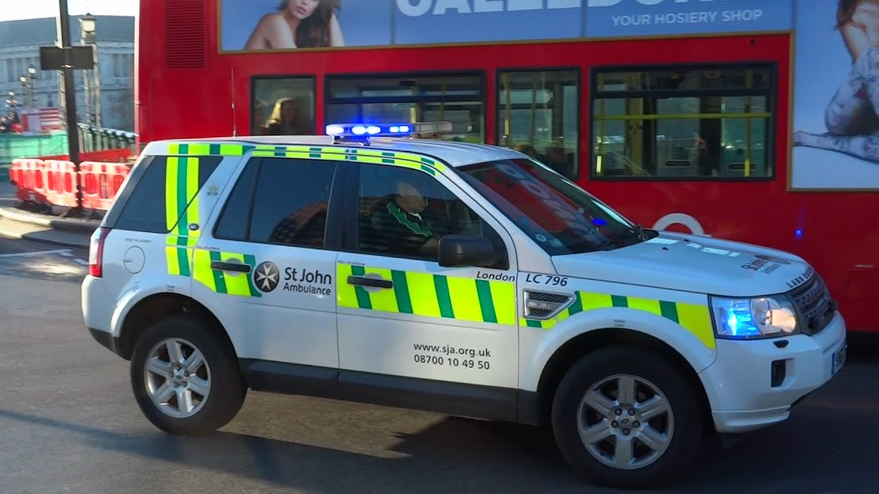 Car Fire Wallpaper St John Ambulance Land Rover Car Responding With Siren And