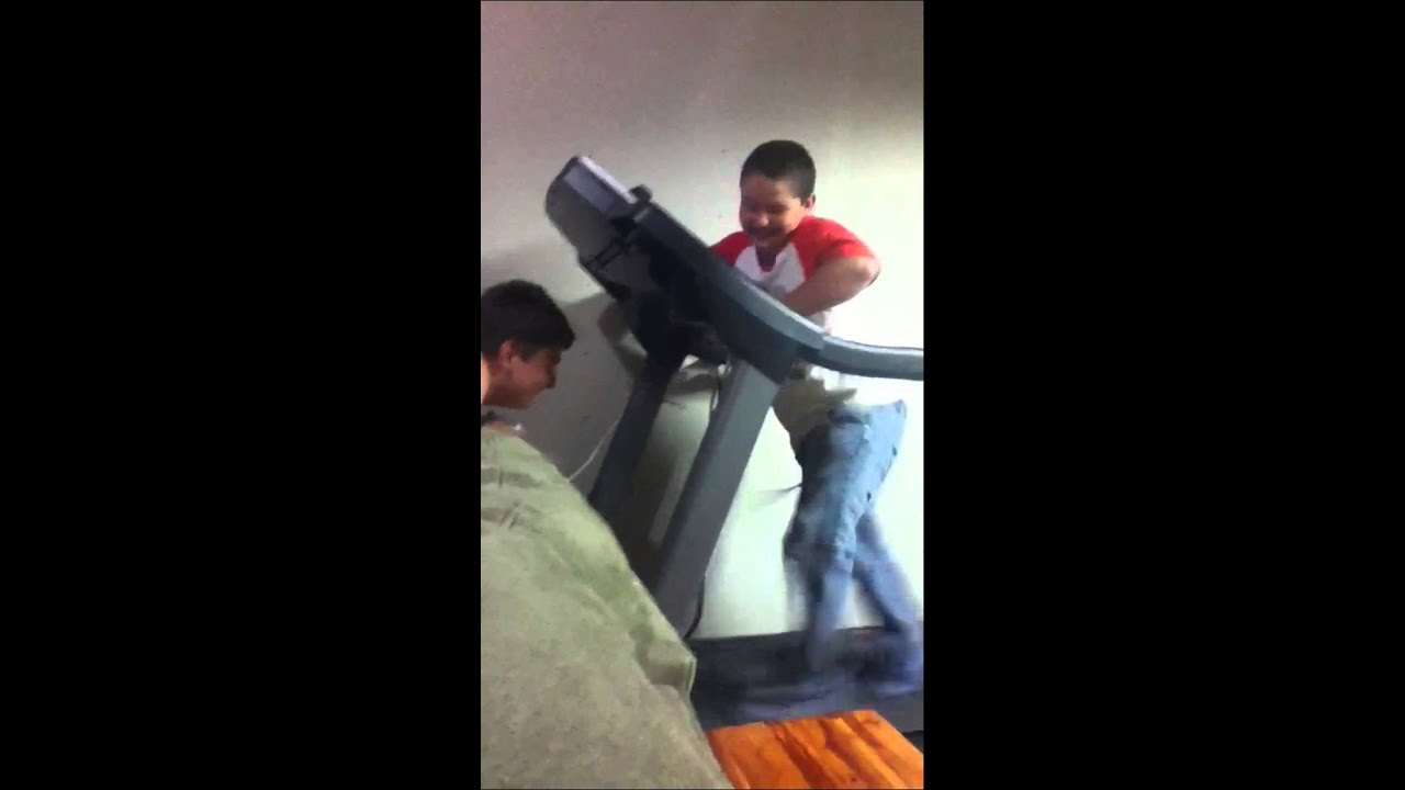 Kid's pants fall down on treadmill :P | Doovi