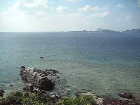 定番の展望台から阿波連ビーチを望む。