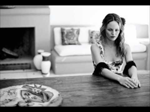 Vanessa Paradis - Il Ya