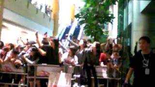[FANCAM][29042010]Kim Brother's Arrival at Changi Airport