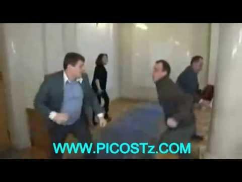 UKRAINIAN POLITICIANS PHYSC ATTACK/WANA SIASA WAPIGANA
