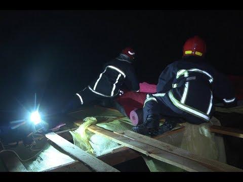 MNSKHM: На Хмельниччині рятувальники допомогли накрити пошкоджений внаслідок поривів вітру дах школи