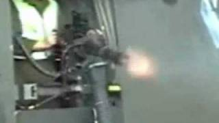 Minigun m134[destruction started]Mitragliatrice pesante a canne rotanti in azione