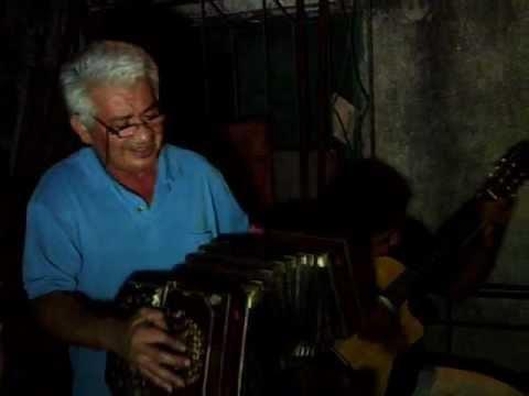 Ruben Benitez  -  Cantando festejo sus 62 años de vida.