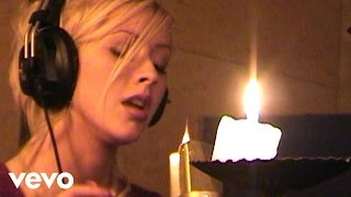 Christina Aguilera - The Christmas Song (Chestnuts Roasting Over An Open Fire) YouTube Videos
