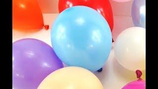 Sedikit balon berwarna meledak. Colorful small balloons popping
