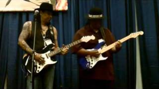 Navatone Guitars: Micki Free and Tracy Lee at NAMM 2011