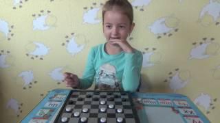 алиса учит играть в шашки