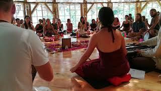 Om Ganesha Om Ganapati Om Mantra Chanting / Kirtan (from Mooji Sangha)
