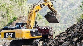 BIG Digger Excavator Digging Loading Dirt On Road Construction