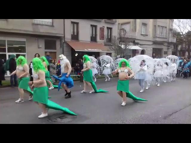 Ni la lluvia amargó el desfile de Allariz