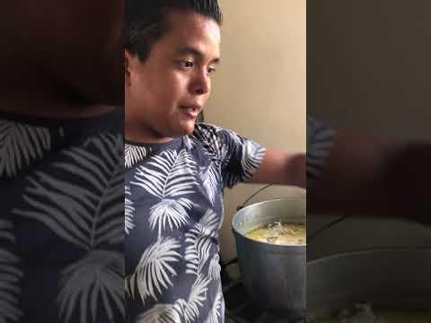 Sirviendoles la Comida a Nuestros Perritos , mira este video