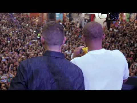 Will Smith se apresenta no red carpet da Comic Con e leva os fãs a loucura