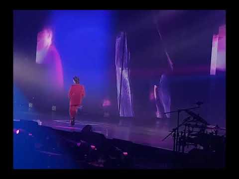 G-Dragon Act III Motte in Manila: Hello ft dara