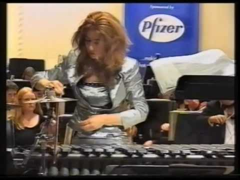 Evelyn Glennie performs UFO by Michael Daugherty with the Kent County Youth Orch - 09/2000