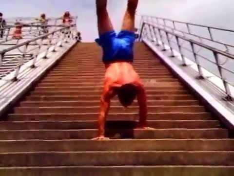 Milf auf Treppen