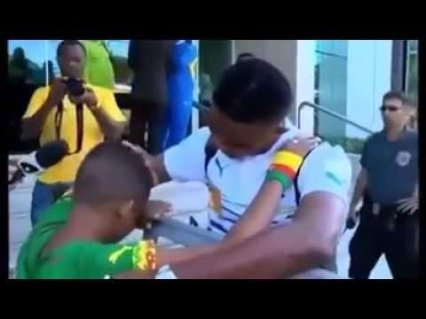 Un jeune Fan fait Pleurer Samuel Eto'o