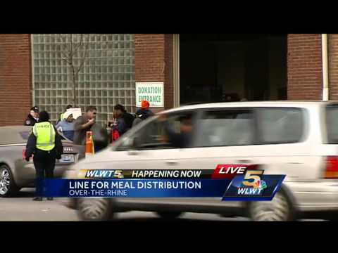 Families In Need Get Thanksgiving Food From Freestore Foodbank
