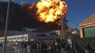 Espectacular incendio en un polígono de Paterna