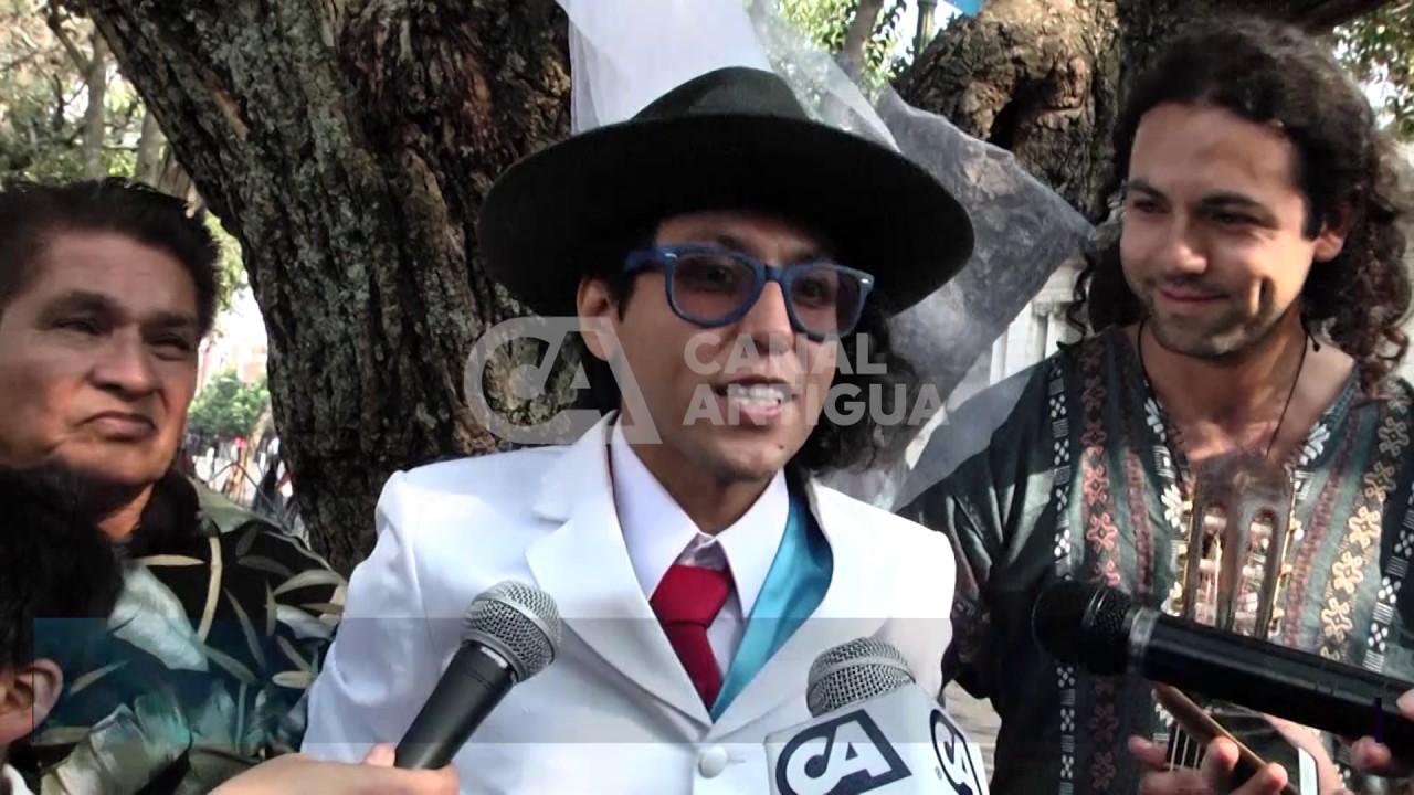 Actor peruano se casa con un árbol