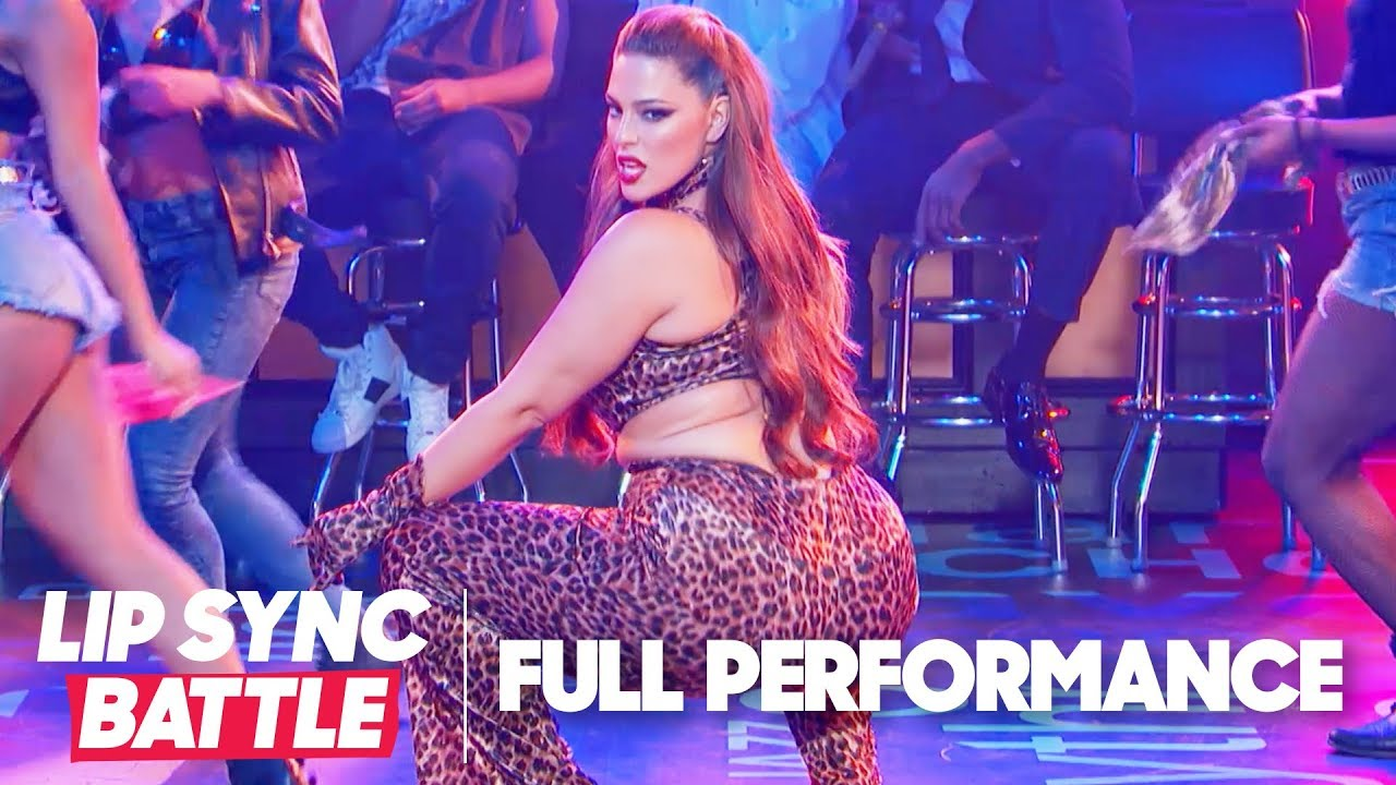 """Ashley Graham Performs """"That Don't Impress Me Much"""" & """"Treat You Better"""" 
